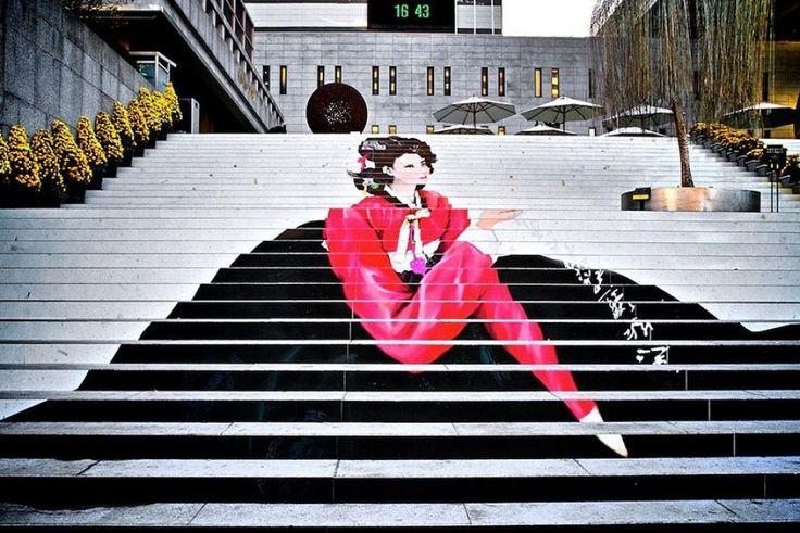 Il meraviglioso mondo della street art. Non solo pareti e grandi edifici, ma anche scalinate. Dalla Turchia a San Francisco, dal Cile alla Germania. Vale la pena percorrerle tutte: scendendo di gradino in gradino, i passanti possono ammirare l'incredibile creatività che gli artisti hanno dona