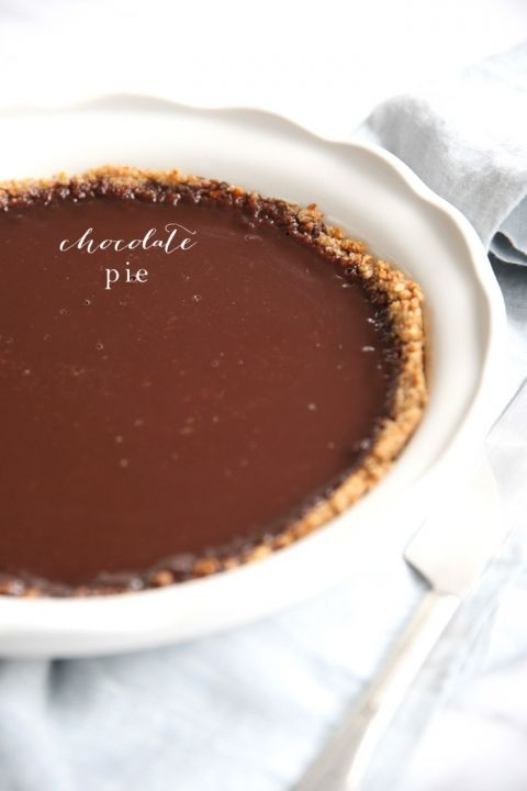 Easy chocolate pie recipe - just 5 ingredients and 15 minutes - would make lovely wee ones...