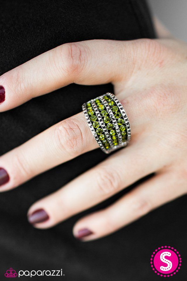 Million Dollar Baby This is gorgeous and gets me in the mood for spring! Join me for more: marciyoseph.com/theparlor #paparazzijewelry #5dollarjewelry #greenring