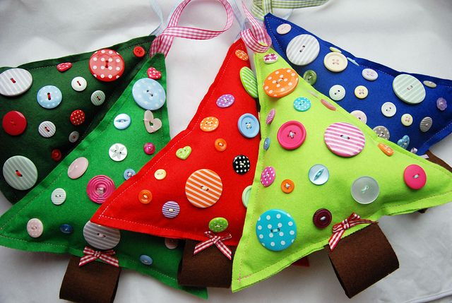 These little trees are such a great way to use up all those buttons i have. Love the bright colours.