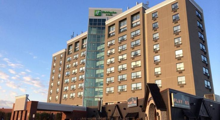 Holiday Inn Hotel & Suites London London Boasting an indoor pool and fitness centre, Holiday Inn Hotel & Suites London is located a 6-minute drive from Highway 401 and 5 km from downtown.  All rooms provide free WiFi, a mini-fridge, a coffee machine and flat-screen cable TV.