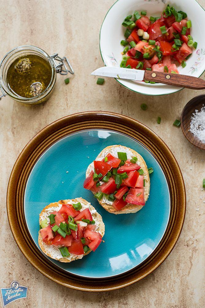Grzanki z pomidorami i serkiem labneh