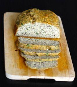 Paleo Brot angeschnitten