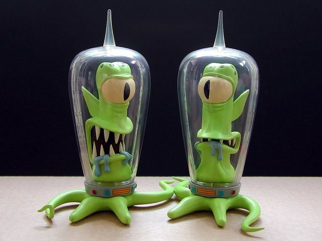 Kang & Kodos - Call me strange, but these would make awesome salt and pepper shakers.