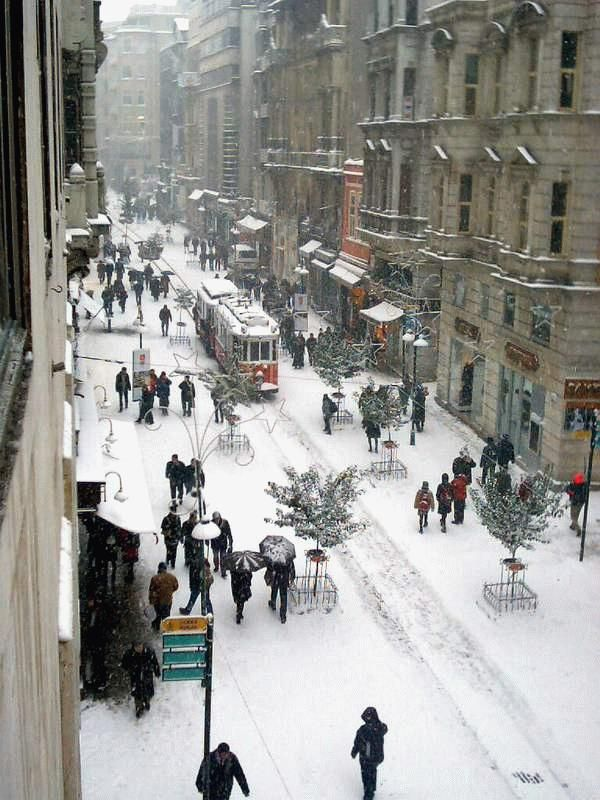 Wow!! Beyoglu, under snow - Istanbul, Turkey