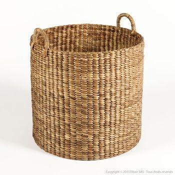 Un panier en jacinthe deau tressée bien pratique comme rangementun panier déco