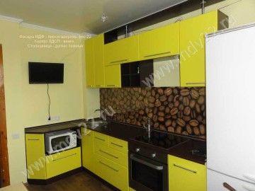 Фото модульной кухни: низ - угловой, верх - прямой