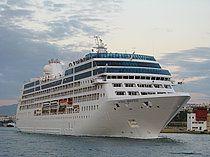 Το Ocean Princess (τώρα Sirena) αποπλέει από τον Πειραιά. 11/12/2014.