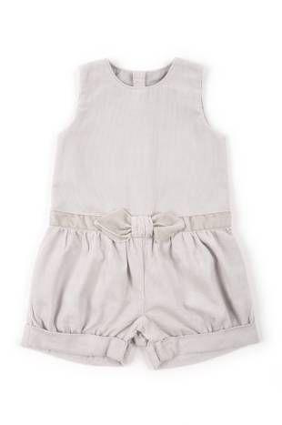 Braga tipo Jumper para bebe niña, confeccionada en corduroy color gris.