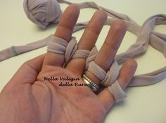 Nella valigia della Buru: TUTORIAL: i TORCIGLIONI DELLA BURU - Per collane e bracciali in jersey o fettuccia