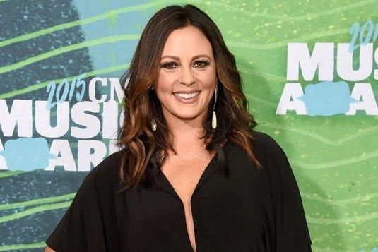Sara Evans to Embark On Holiday Tour