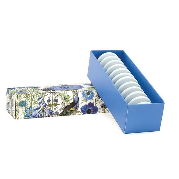BLUE Guest Soap Set Están hechos de aceite de palma vegetal puro y enriquecido con mantequilla de karité humectante para mantener la piel suave y flexible.