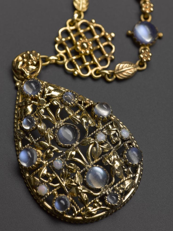 Necklace of gold, moonstones and opals: English, London, designed by Edward Spencer for the Artificers' Guild, c. 1905