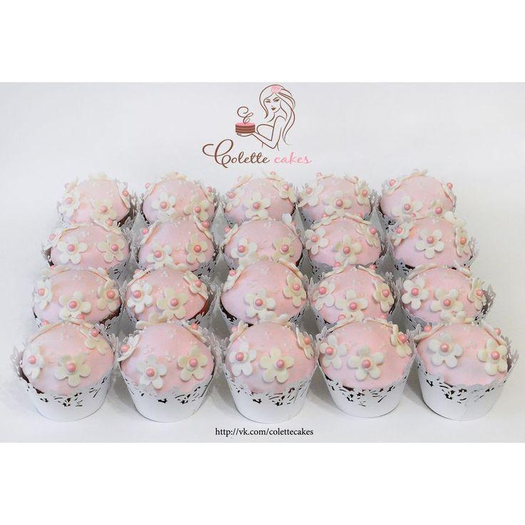 Свадебные торты бело-розовые украшенные кремом