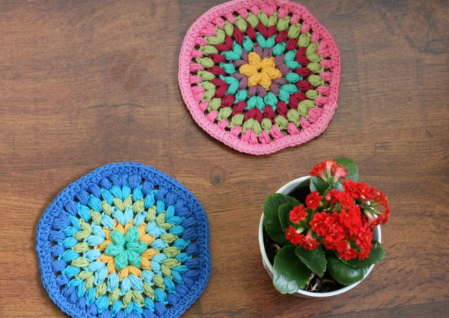 doily puff stitch coaster