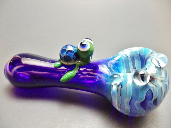 Hey, I found this really awesome Etsy listing at https://www.etsy.com/listing/190896093/blue-fumed-turtle-spoon-pipe