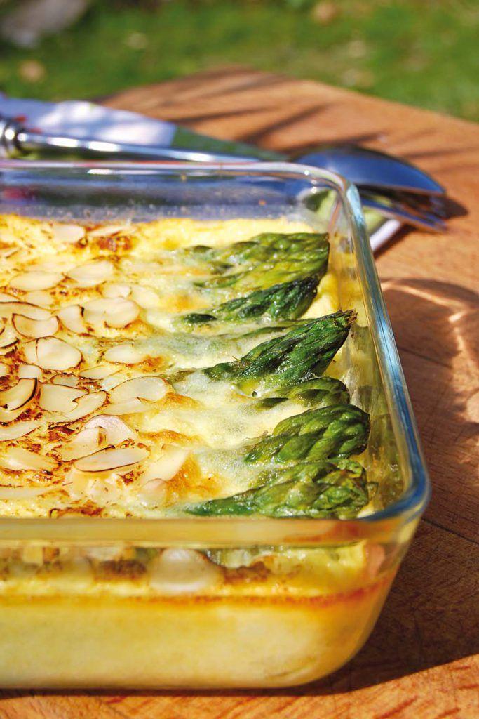 Photo de la recette : Clafoutis salé aux asperges vertes amandes et parmesan