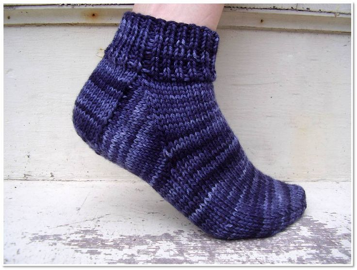 I just designed a pair of socks for my beginning sock knitting class… and have made the pattern a free download! These socks are designed with the first-time sock knitter in mind. Sock knitting c