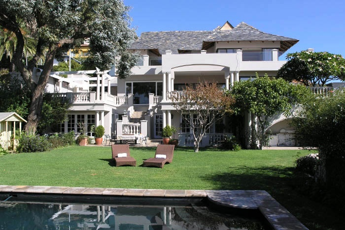 Villa on the slopes of Table Mountain in Fresnaye | This Villa is one of the original villas built on the slopes of Table Mountain in the exclusive wind free area of Fresnaye