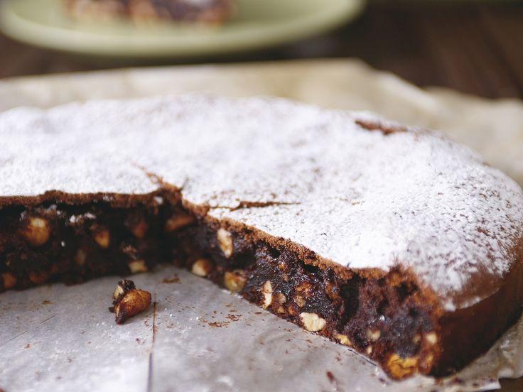Rezept für Schokoladenkuchen mit Haselnüssen | Zeit: 25 Min. | http://eatsmarter.de/rezepte/schokoladenkuchen-mit-haselnuessen