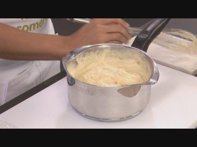 Si te preocupa cómo conservar la crema pastelera, nosotros te ofrecemos un truco para conservarla en la nevera sin que se estropee.