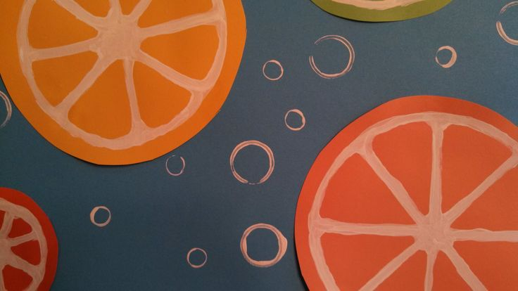 Easy Summer Craft: Citrus Slices - white paint on colored paper (dip skinny and fat marker caps in white paint to make bubbles)