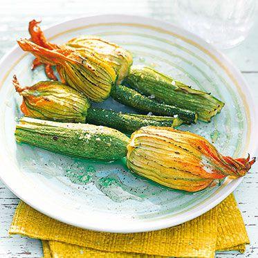 Gefüllte Zucchiniblüten mit Ricotta und Parmesan Rezept | Küchengötter