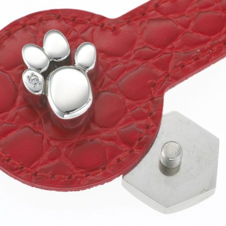 """Pendant for pets """"Paw"""" L. Magnetism also works on animals. Many animals such as migratory birds, ants, bees or whales orientate themselves using the magnetic paths of the earth. Discover now the magnetic force for your four-legged darling with the pet collar jewellery """"paw"""". Beautiful design and easy to care for stainless steel make the pet collar jewellery """"paw"""" a real eye-catcher. Thanks to the practical screw clasp you can attach the powerful jewellery piece to a collar or halter simply."""