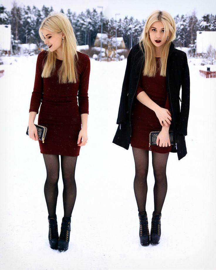 Vestido color vino, abrigo y medias negras