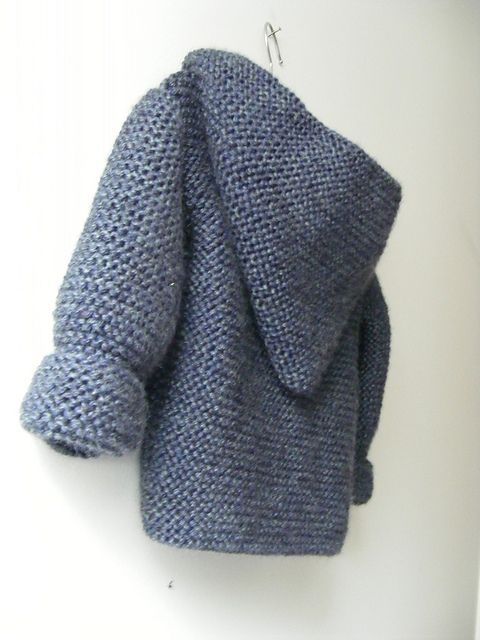 Ravelry: Paletot à capuche / Hooded baby jacket pattern by Mme Bottedefoin - 18 months