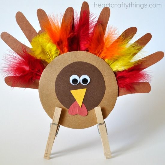 Thankful Little Thanksgiving Turkey | Grab your glue because you won't want to wait another day to make these Thanksgiving crafts for kids.
