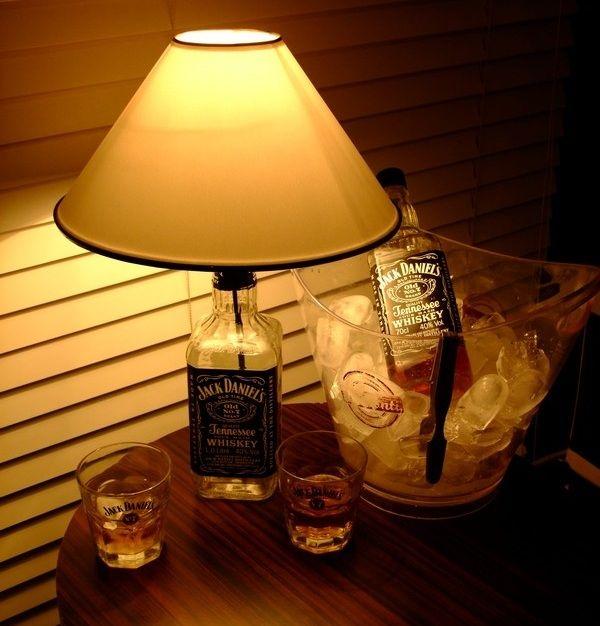 Zaytung Store - Jack Daniel's İçki Lambası Aslında her şey, bir editörümüzün 'ya iyice birikti şişeler, bunları satsak mı?' demesiyle başladı...