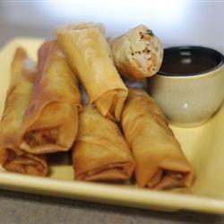 Filipijnse loempia's gemaakt met prei,spitskool,ui,knoflook,wortel,bosui en wat vlees