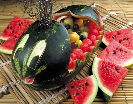 La sandía además de deliciosa es una fruta muy versátil ya que la pulpa es resistente a darle formas, no cambia de color y el contraste ent...