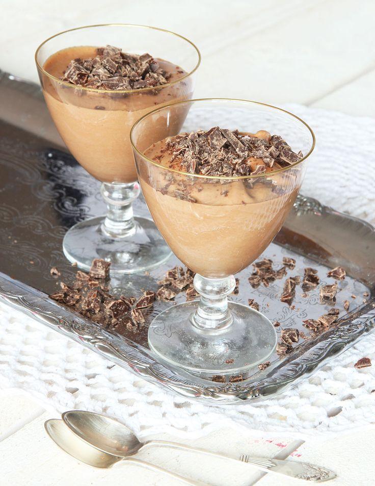 Mycket lättgjord, krämig och läcker chokladmousse som bara tar 5 min att göra!
