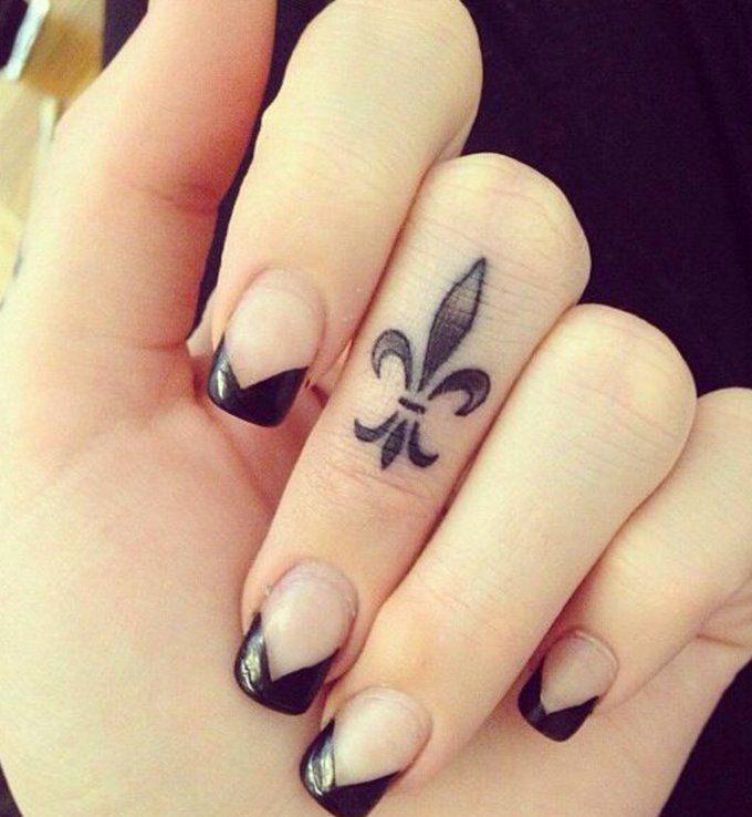 les 25 meilleures id es de la cat gorie tatouage fleur de. Black Bedroom Furniture Sets. Home Design Ideas