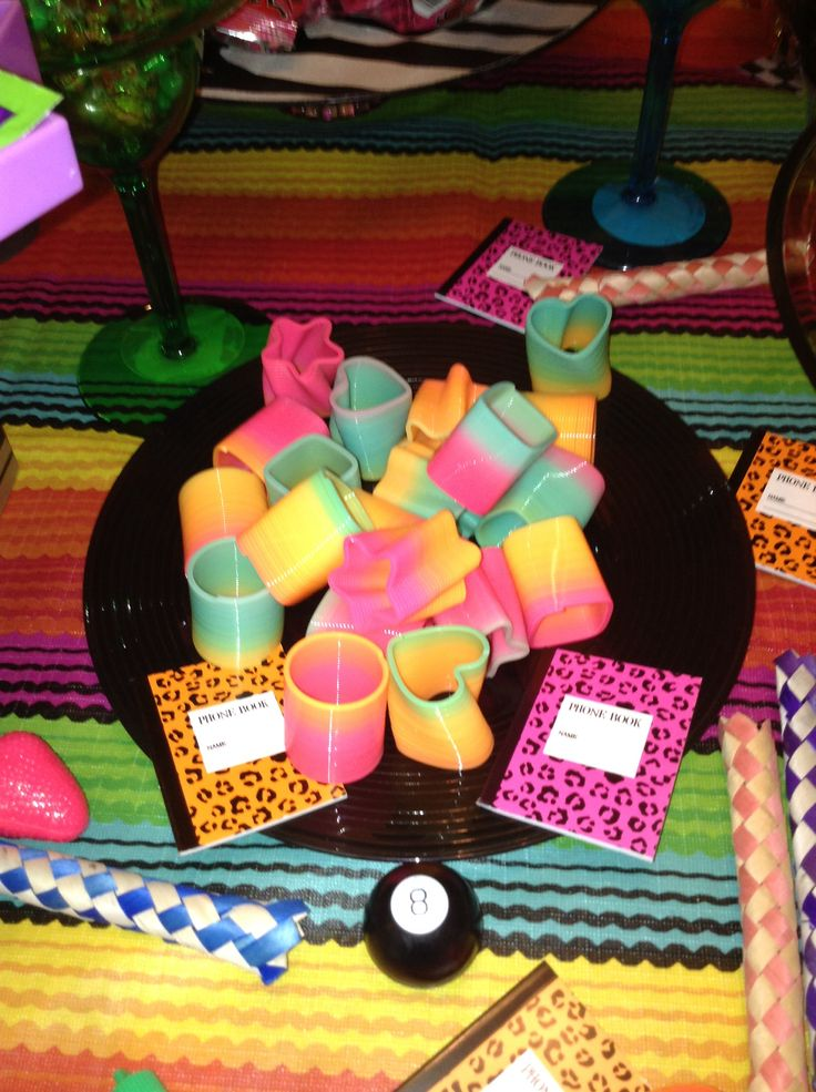 8 best images about 90 39 s party on pinterest 80s party for 80 s table decoration ideas
