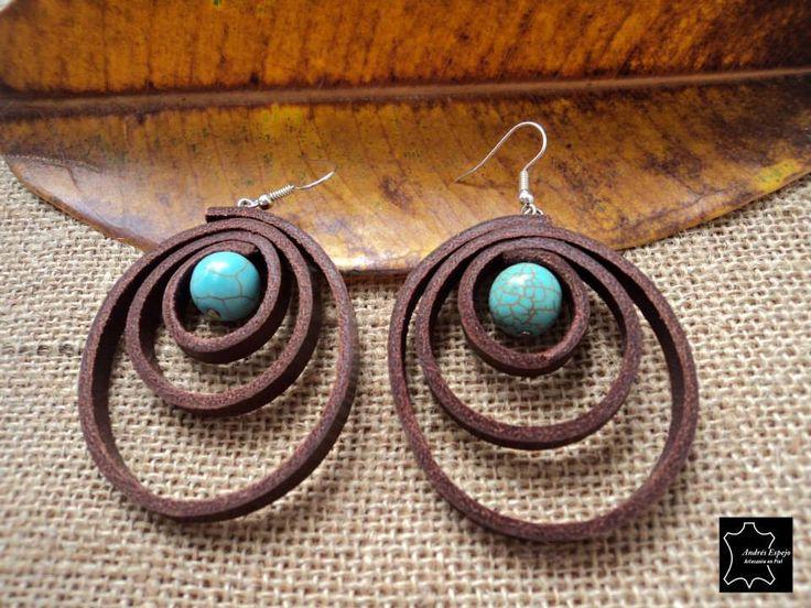lederen oorbellen met turquoise steen door andresespejo op Etsy https://www.etsy.com/nl/listing/164589676/lederen-oorbellen-met-turquoise-steen