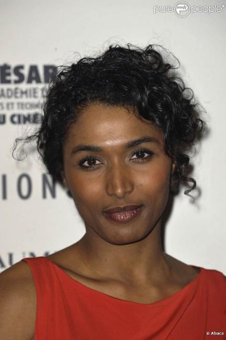 Sara Martins -- like this updo