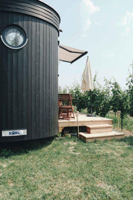 Wohnwagon Karl. Minimalistic holiday. tiny house.