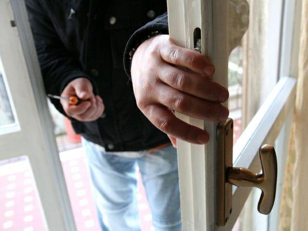 Ruba in casa a Spoleto, la chiamata al 113 la fa arrestare