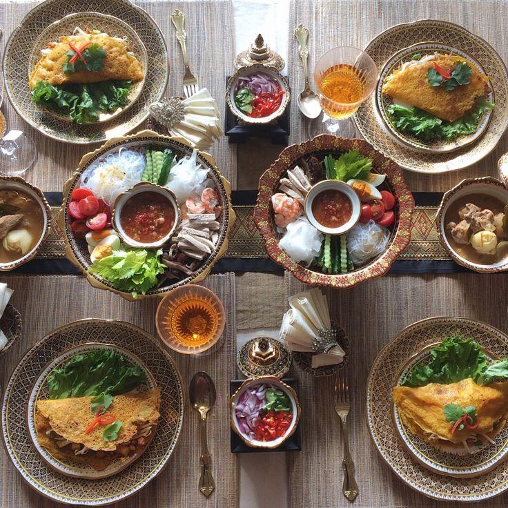 SIRI KITCHEN タイ料理教室: 11月の上級本格タイ料理教室は今日で無事に終わりました🇹🇭❤️ペーストから作ったマッサマンカレーは最高に美味しかったですね〜復習を頑張ってくださいね〜🎶😃😍 . วันนี้มีสอนทำอาหารคลาสชั้นสูงค่ะ ตำพริก #แกงมัสมั่น #ยำใหญ่#ขนมเบื้องญวน #สอนทำอาหาร  . . #タイ料理 #タイ料理教室 #タイ料理レッスン #料理教室 #料理教室東京 #アジア料理 #エスニック料理 #クッキング #おもてなし #宮廷料理 #おいしい #ベンジャロン #テーブルコーディネート #フードコーディネーター #フードスタイリング #カレーペースト #マッサマンカレー  #sirikitchen #thaifood #cookingschool #tablesetting #benjarong #foodphotography  #massaman #foodstyling #asianfood