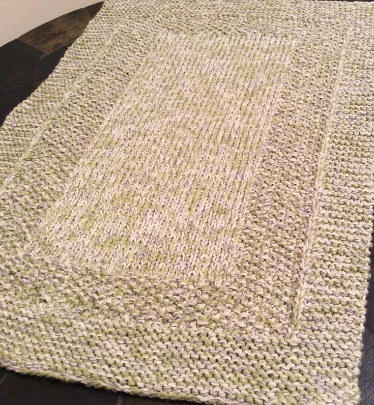 A collection - with links - of free knitted rug patterns.