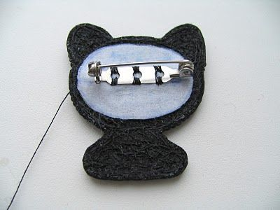 Broche de gatito negro: bordado con abalorios paso a paso | El blog de LosAbalorios.com