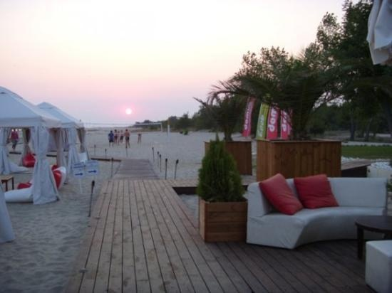 keramoti beach bar.volley under the sunset