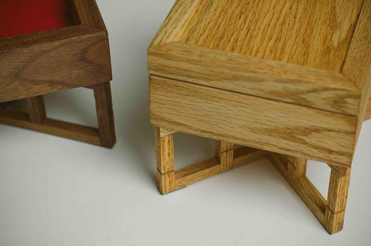 "Шкатулка ""Little Meyer"". Casket ""Little Meyer"". Fly Massive millworks. Solid red oak and american walnut. Tung oil finish. Массив красного дуба и американского ореха. Отделка тунговым маслом. Мастерская Fly Massive. #fly_massive #flymassive #fly_massive_millworks #workshop #joinery #woodworker #tools #wood #joinery_workshop #millworks #furniture #modernism #woodporn #constructivism #design #russian #interior #designer #home #decor #woodworking #walnut #oak #casket"