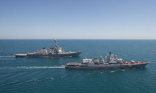 The guided-missile destroyer USS Ross (DDG 71), left, transits the Black Sea with the Ukranian navy frigate Hetman Sahaydachniy (U 130) during an underway exercise.
