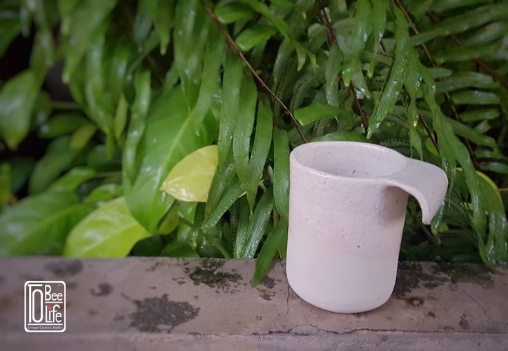 White cup  By. Chittanun L.  ToBeeLife Unique Ceramic, Bangkok,Thailand.  FB/IG : tobeelife  #ceramic #ceramika #cup #coffeecup #handicraft #керамика #глиняный #keramik #clay #craft #rzemiosło #filiżanka #garncarstwo #handmade #handbuilt #Tobeelife #Thailand #filiżankadoherbaty #ручнойработы