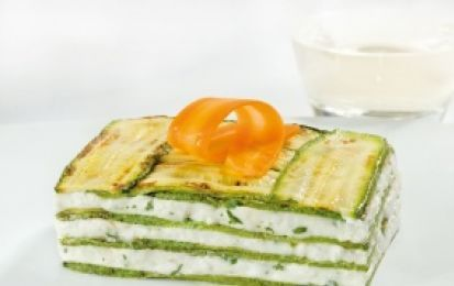 Parmigiana fredda di zucchine e stracchino - Ecco per voi la ricetta per realizzare un ottimo secondo piatto freddo, la parmigiana fredda di zucchine e stracchino, un piatto delizioso e raffinato l'ideale per la bella stagione.
