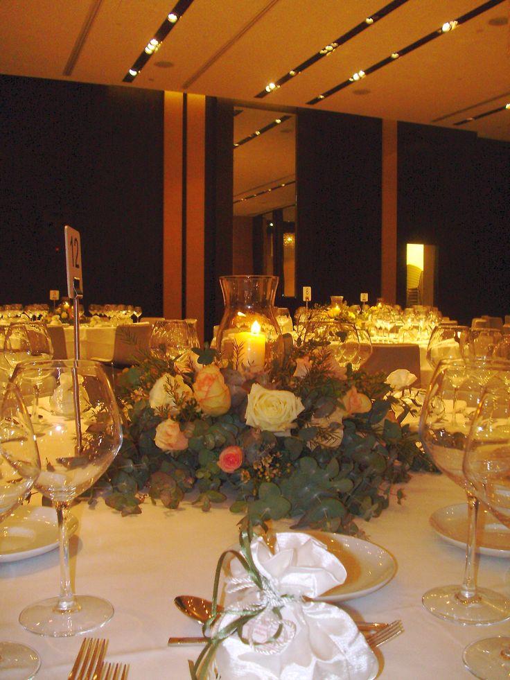 Moustakas flowers -Wedding centerpieces with roses - The Met Hotel #roses #centerpieces #weddingarrangement #weddingflowers